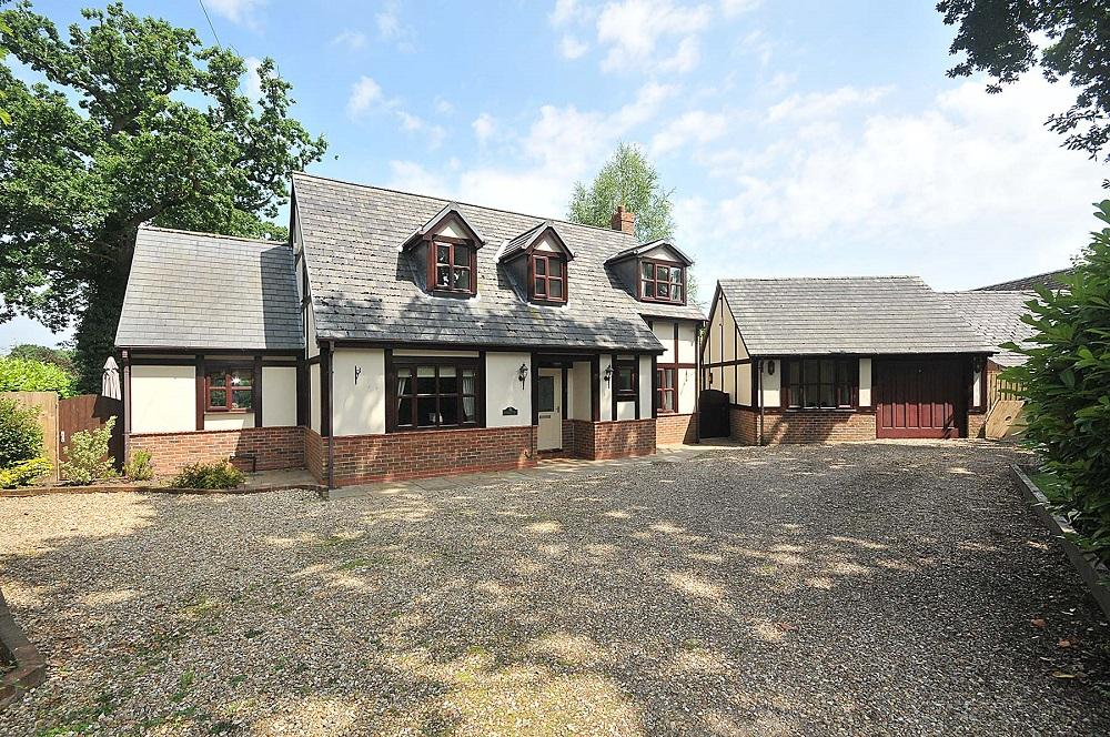3 Bedrooms Detached House for sale in Treetops, Cann Lane North, Appleton
