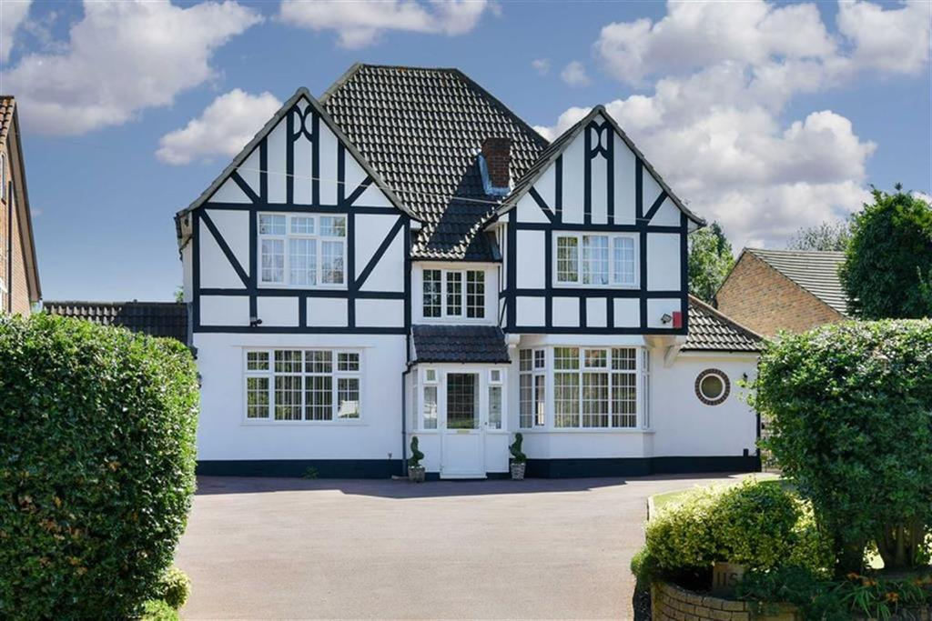 4 Bedrooms Detached House for sale in Burdon Lane, South Cheam, Surrey