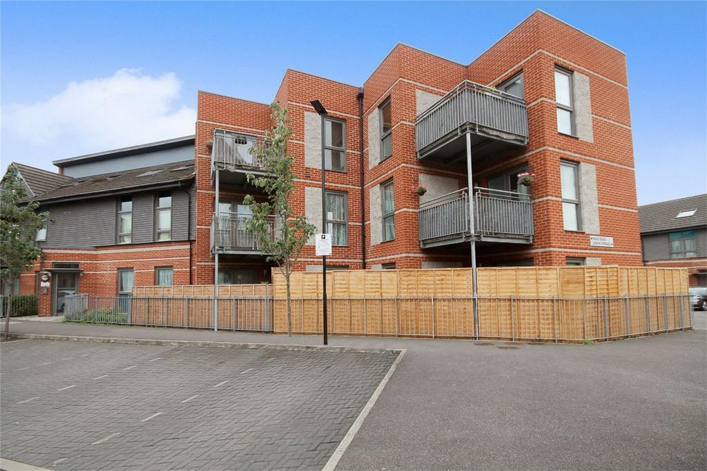 2 Bedrooms Flat for sale in Lewin Terrace, Bedfont, Feltham