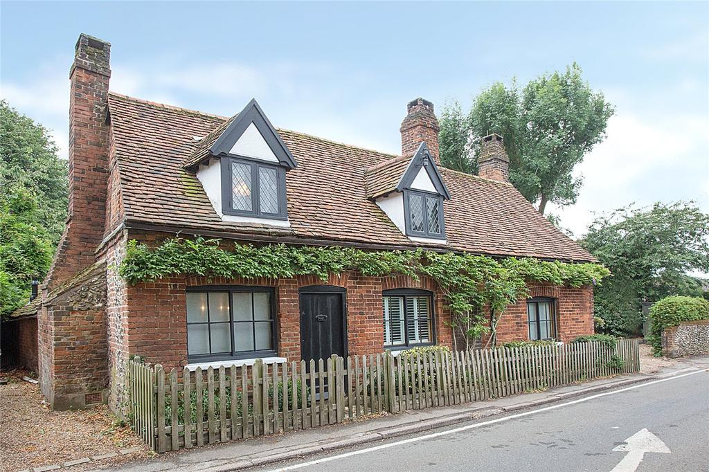 3 Bedrooms Detached House for sale in Langley Hill, Kings Langley, Hertfordshire, WD4