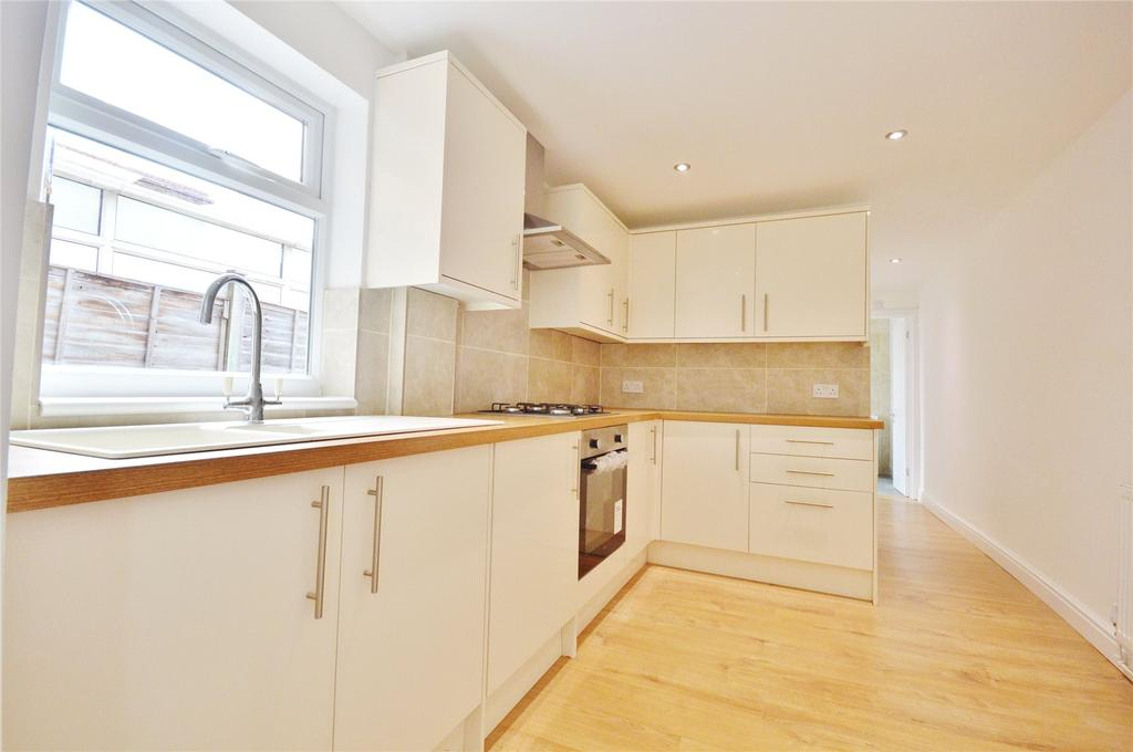 2 Bedrooms Maisonette Flat for sale in St. Albans Road, Watford, Hertfordshire, WD25