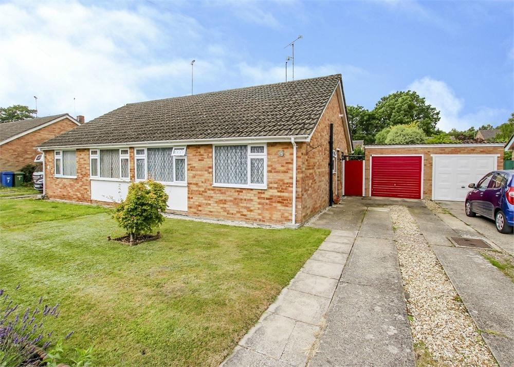 2 Bedrooms Semi Detached Bungalow for sale in Chiltern Road, Sandhurst, Berkshire