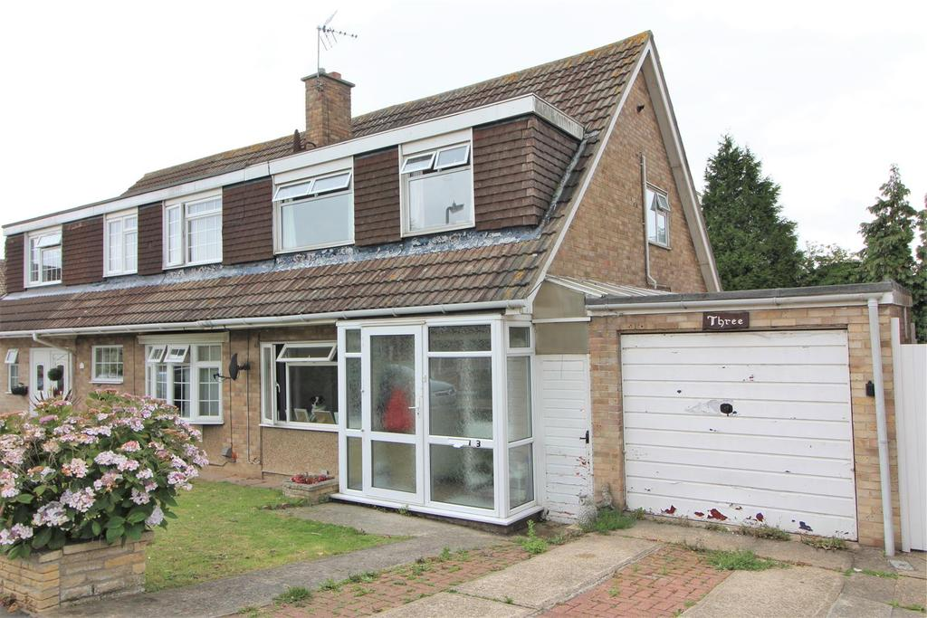 3 Bedrooms Semi Detached House for sale in Woodford Close, Clacton-On-Sea