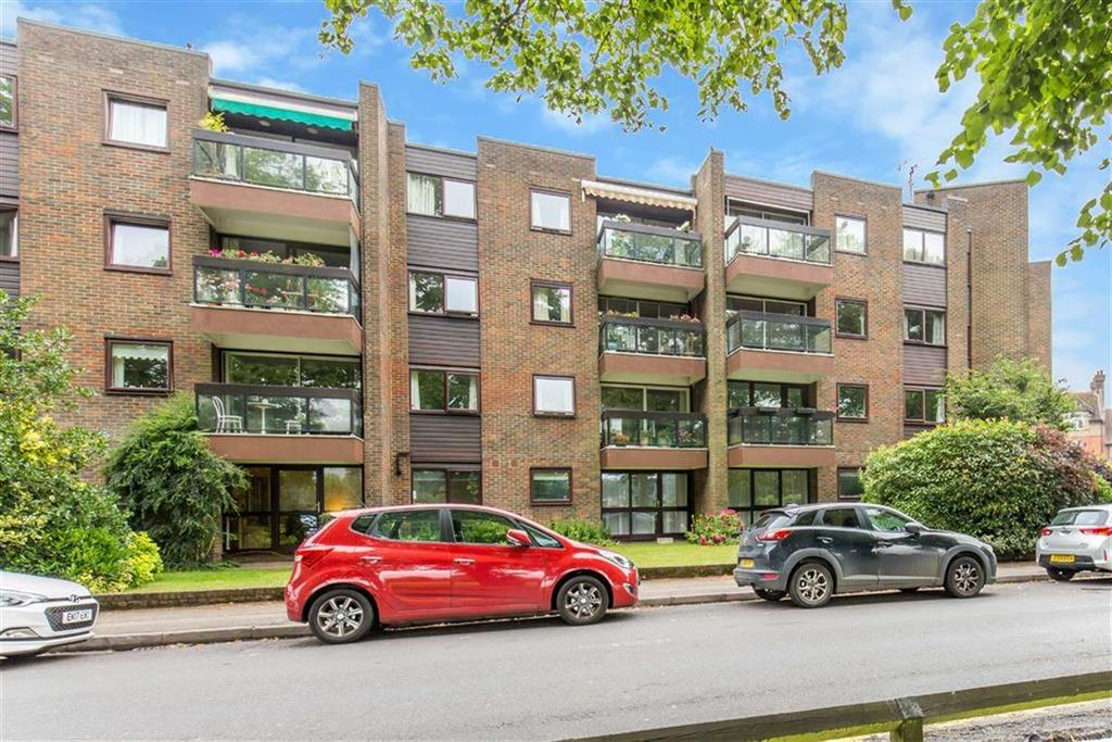 1 Bedroom Apartment Flat for sale in Oakleigh Court, Oxted, Surrey