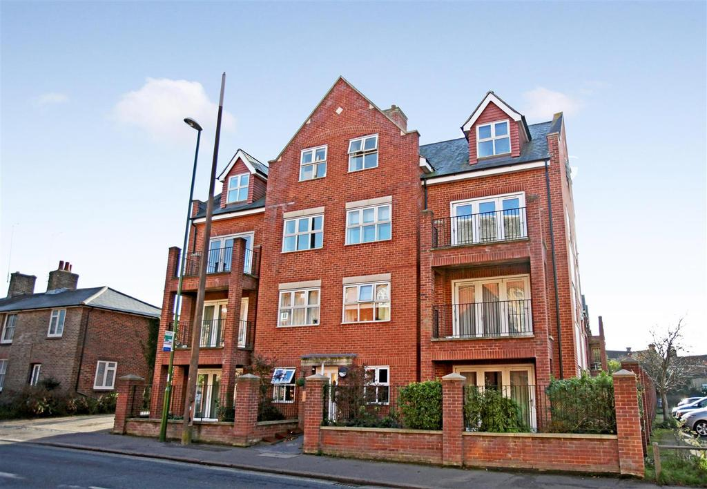 1 Bedroom Flat for sale in Priory Mews, Haywards Heath
