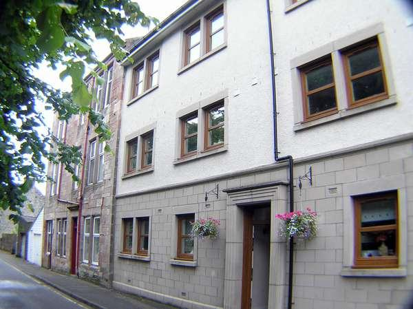 2 Bedrooms Flat for sale in 8L Howard Street, Town Centre, Millport, KA28 0AY