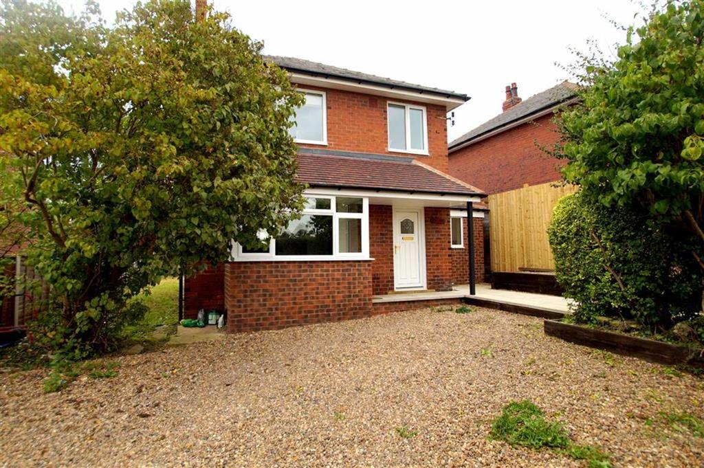 3 Bedrooms Detached House for sale in The Green, Leeds