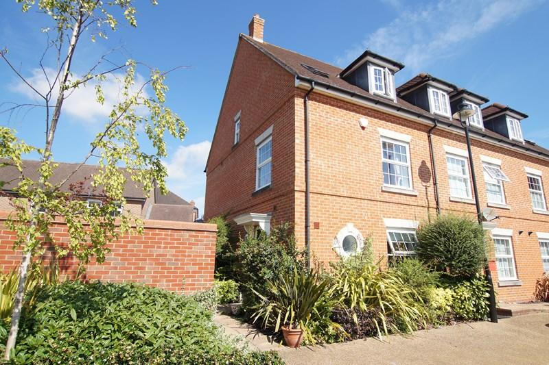 3 Bedrooms Town House for sale in Alner Road, Blandford Forum