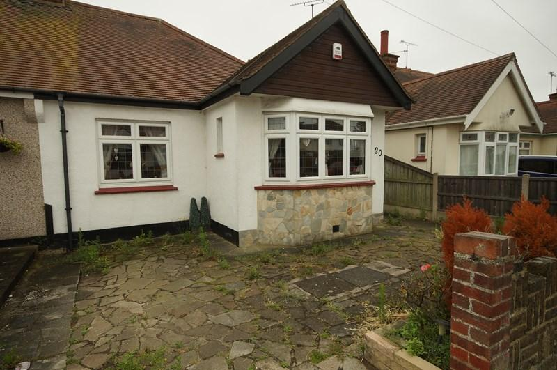 2 Bedrooms Bungalow for sale in Stuart Road, Southend-On-Sea