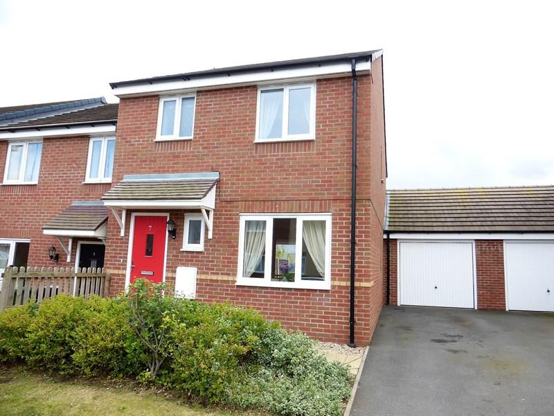 3 Bedrooms Semi Detached House for sale in Pearwood Close, Evesham