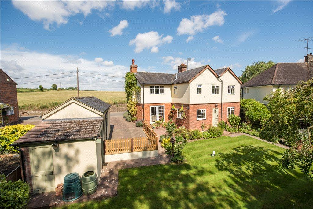 4 Bedrooms Detached House for sale in Charlton Road, Charlton, Hitchin, Hertfordshire