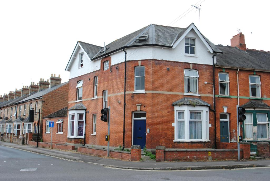 8 Bedrooms Semi Detached House for sale in Priory Avenue, Taunton