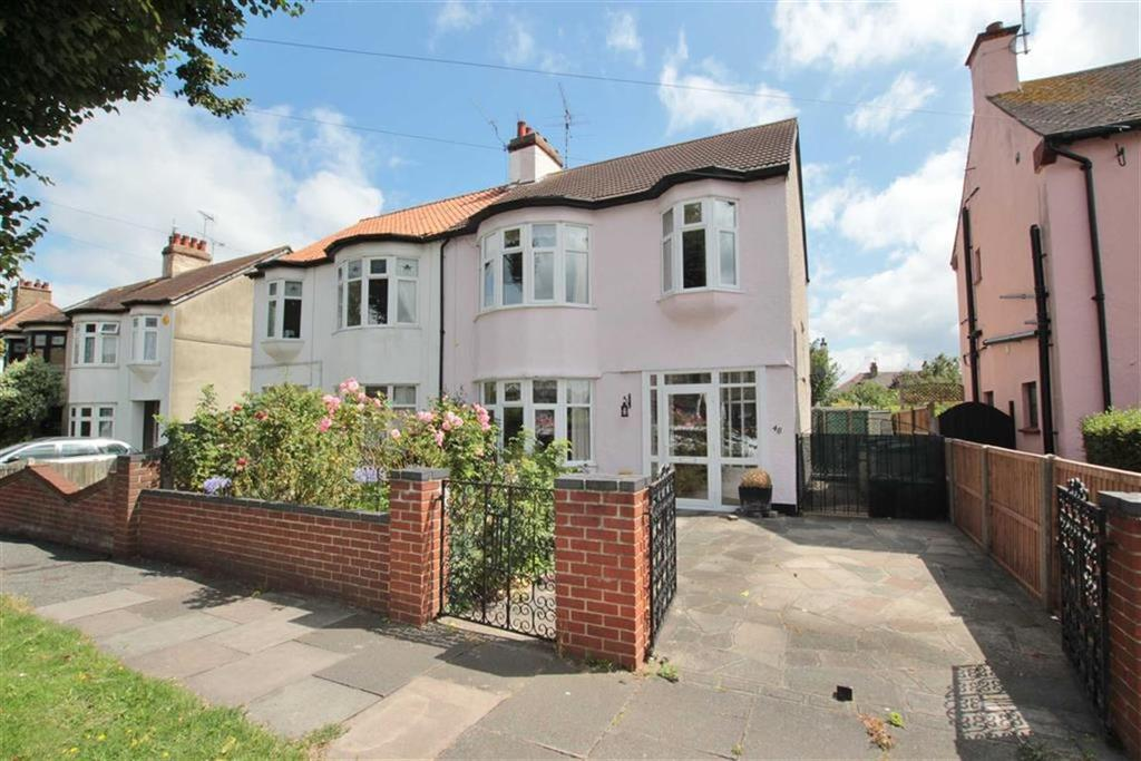 3 Bedrooms Semi Detached House for sale in Scarborough Drive, Leigh-On-Sea, Essex