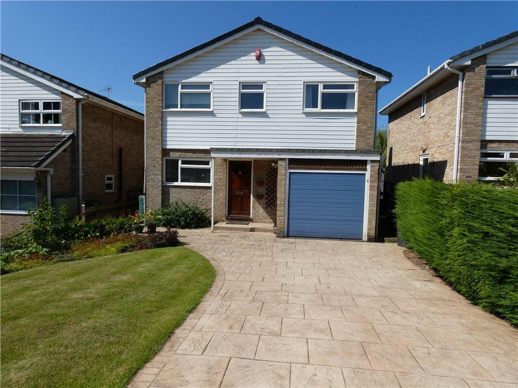 3 Bedrooms Detached House for sale in Hoyle Court Drive, Baildon, West Yorkshire