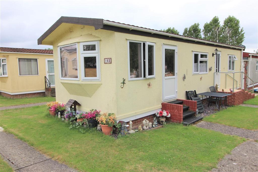 1 Bedroom Detached Bungalow for sale in Meadow View Park, Little Clacton, Clacton-On-Sea