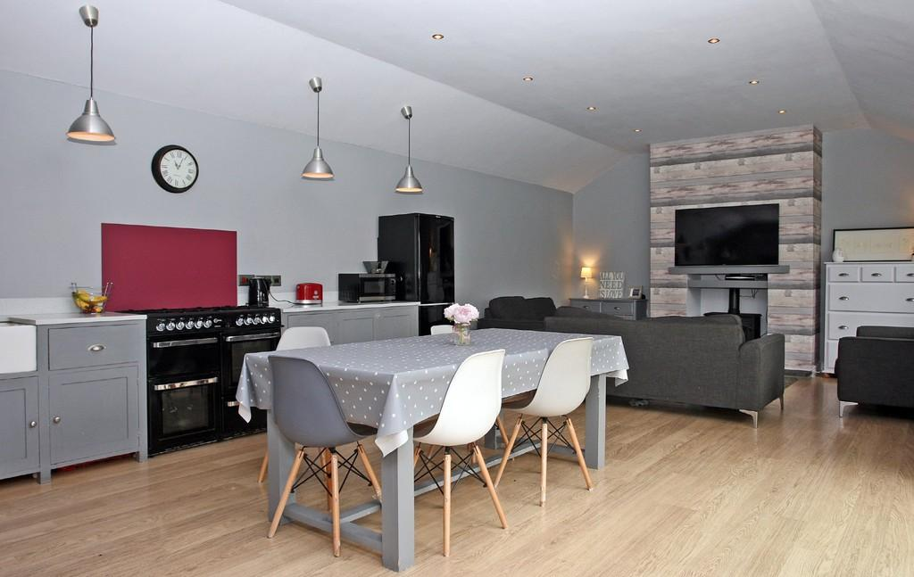 5 Bedrooms Semi Detached House for sale in Tyddyn Isaf, Menai Bridge, North Wales