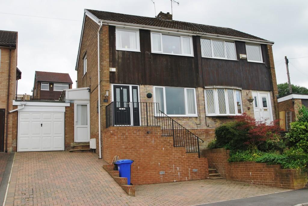 3 Bedrooms Semi Detached House for sale in Smithy Moor Avenue Stocksbridge Sheffield