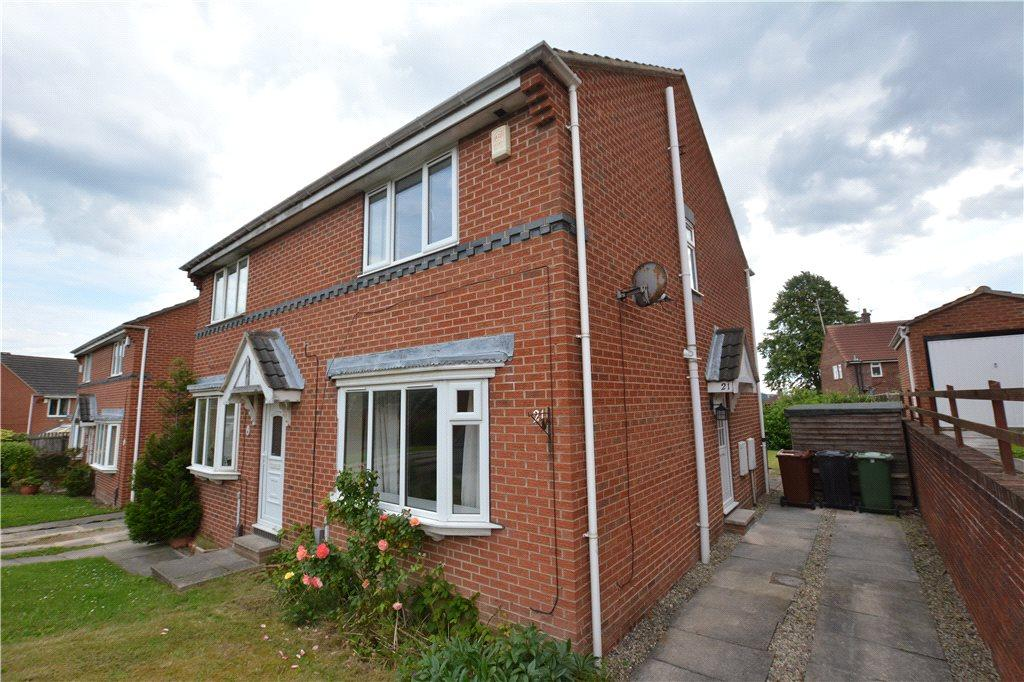 3 Bedrooms Semi Detached House for sale in Fall Park Court, Leeds, West Yorkshire