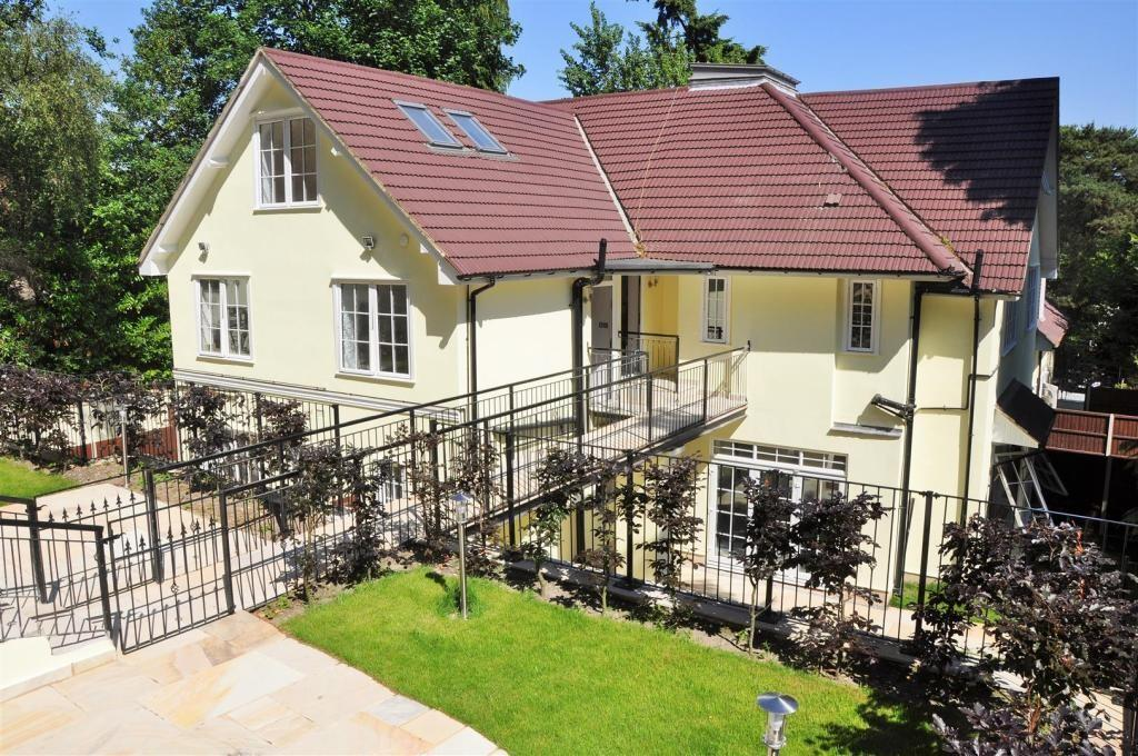 2 Bedrooms Apartment Flat for sale in Castle Road, Camberley