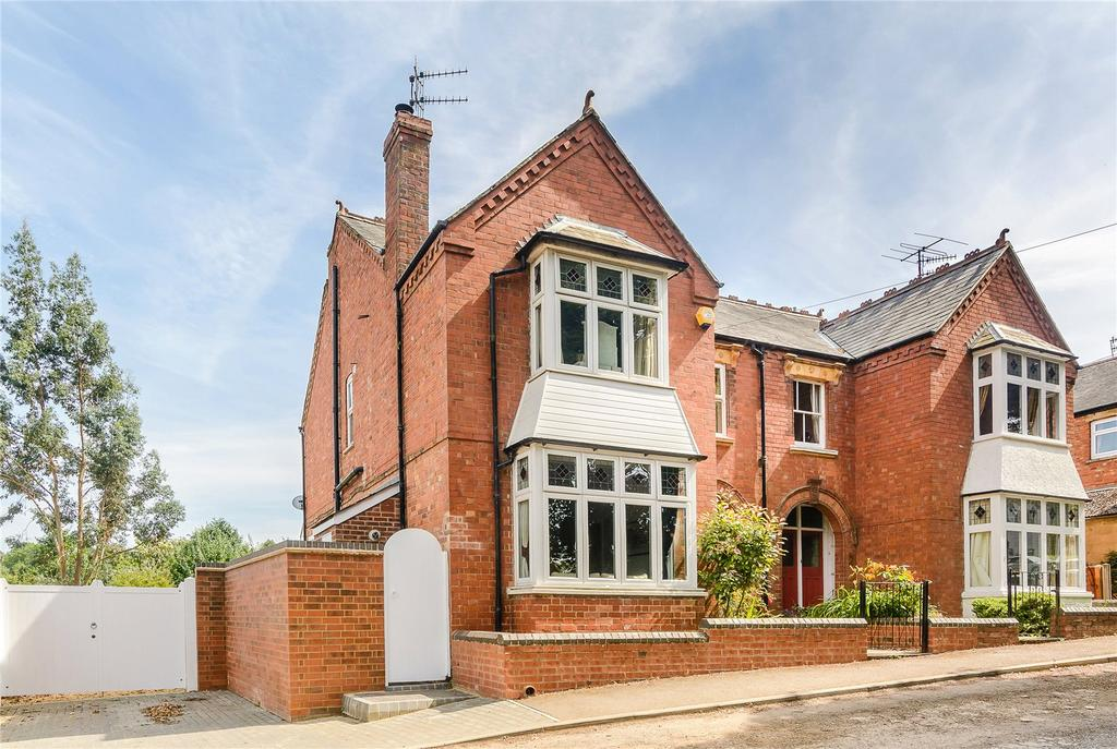 4 Bedrooms Semi Detached House for sale in Berrymoor Road, Banbury, Oxfordshire
