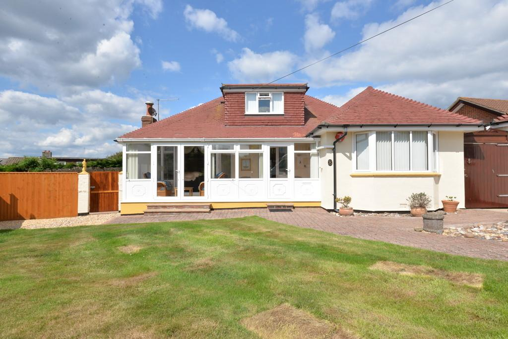 3 Bedrooms Detached Bungalow for sale in Seaward Avenue, Barton on Sea