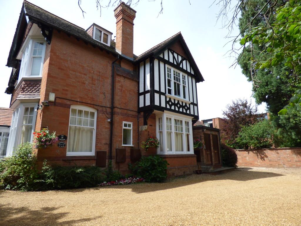 2 Bedrooms Apartment Flat for sale in St Gregorys Road, Stratford-Upon-Avon