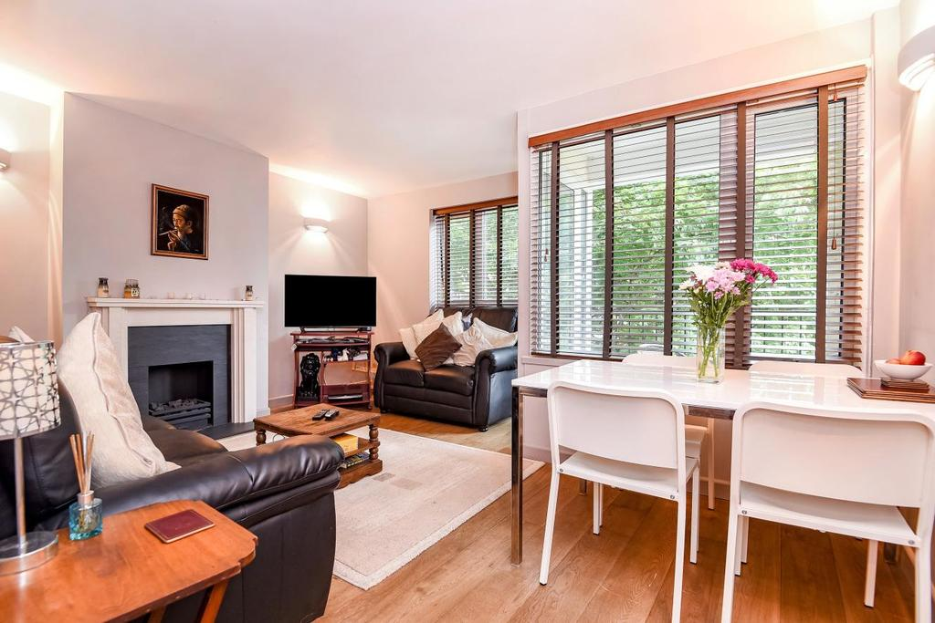 3 Bedrooms Flat for sale in Clarence Crescent, Clapham