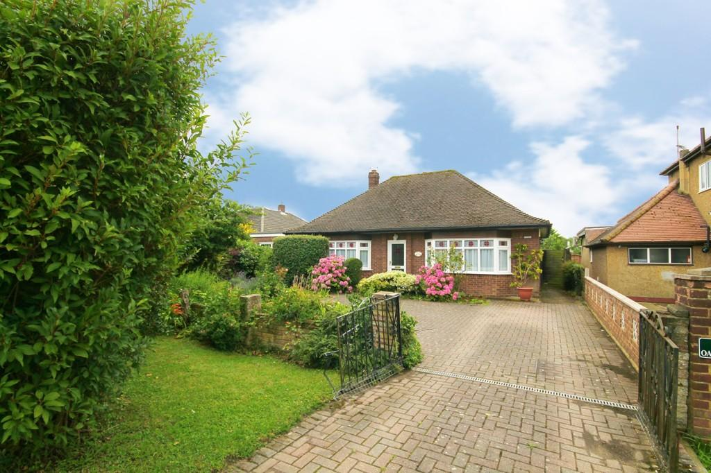 3 Bedrooms Detached Bungalow for sale in Old House Lane, Roydon
