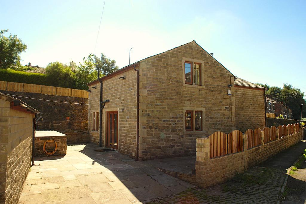 4 Bedrooms Detached House for sale in Cooper Street, Springhead, Saddleworth