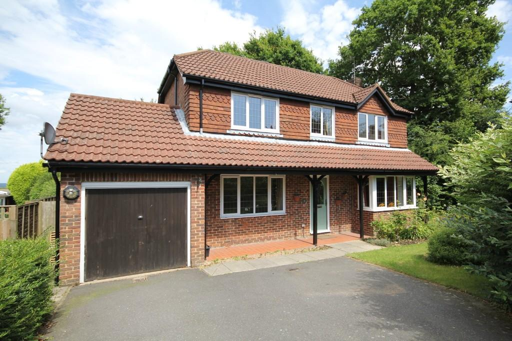 4 Bedrooms Detached House for sale in Bramble Croft, Crowborough