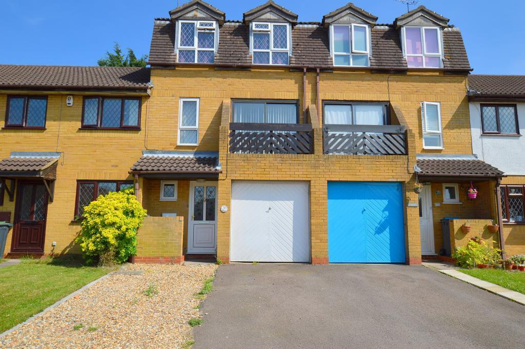 4 Bedrooms Town House for sale in Marsom Grove, Luton, LU3 4BH