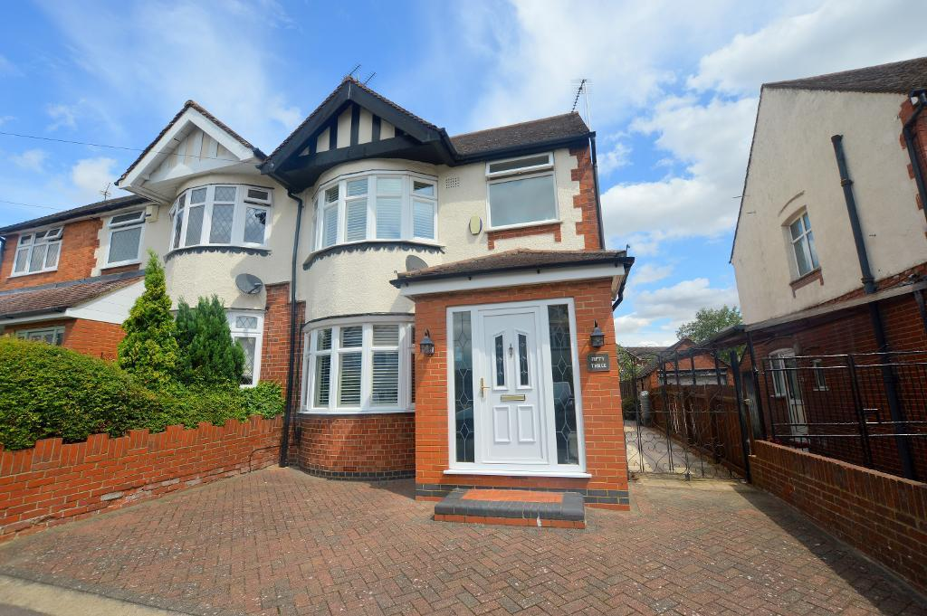 3 Bedrooms Semi Detached House for sale in Grosvenor Road, Luton, Bedfordshire, LU3 2EG