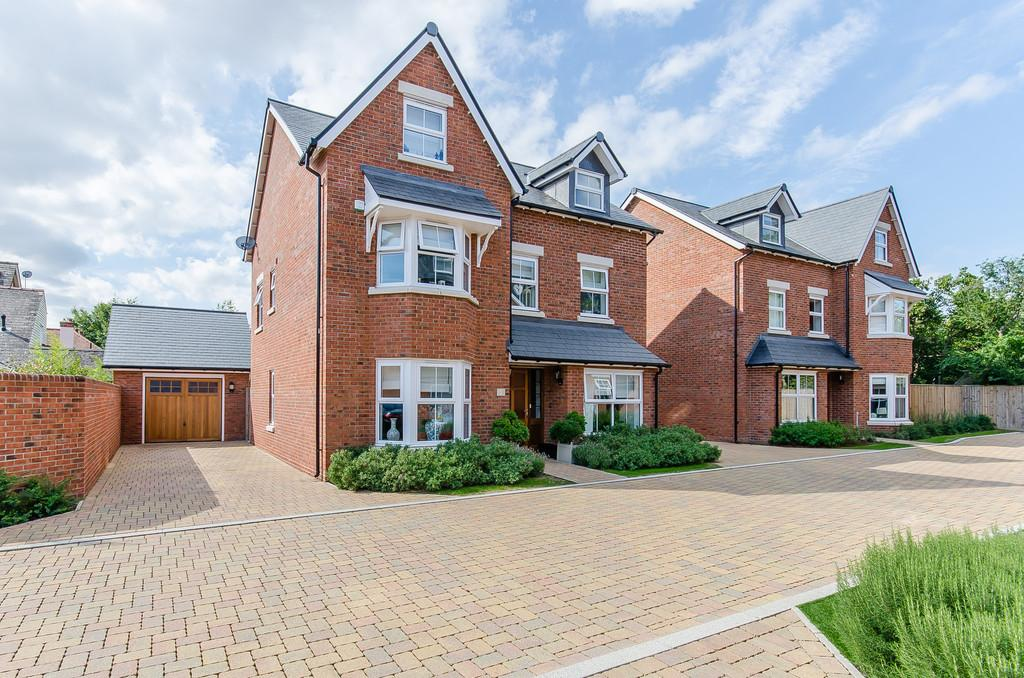 5 Bedrooms Detached House for sale in Gordons Close, London Road, Stapleford