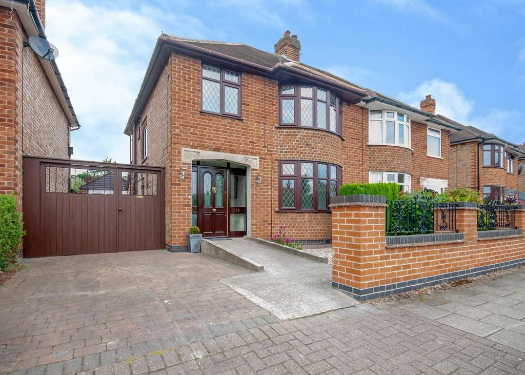 3 Bedrooms Semi Detached House for sale in Woodstock Road, Toton, Nottingham