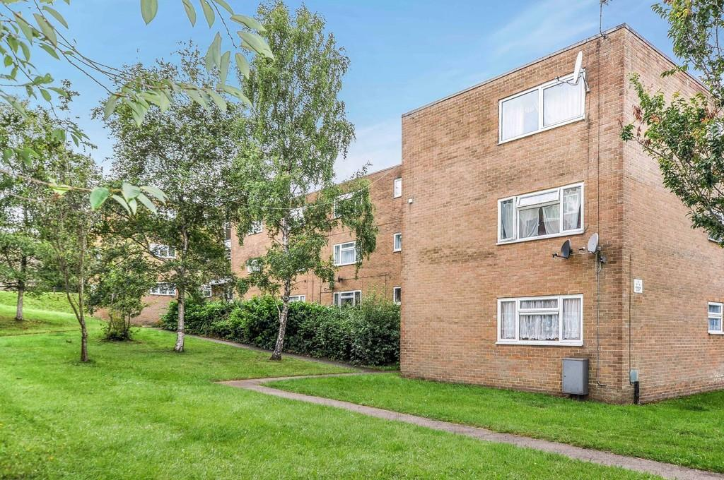 2 Bedrooms Flat for sale in Henbane Court, Trefoil Crescent, Broadfield