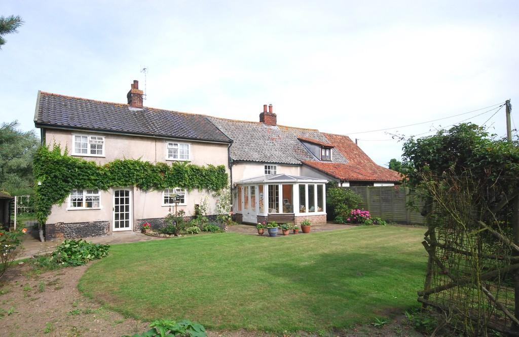 4 Bedrooms Semi Detached House for sale in Larling, Norfolk
