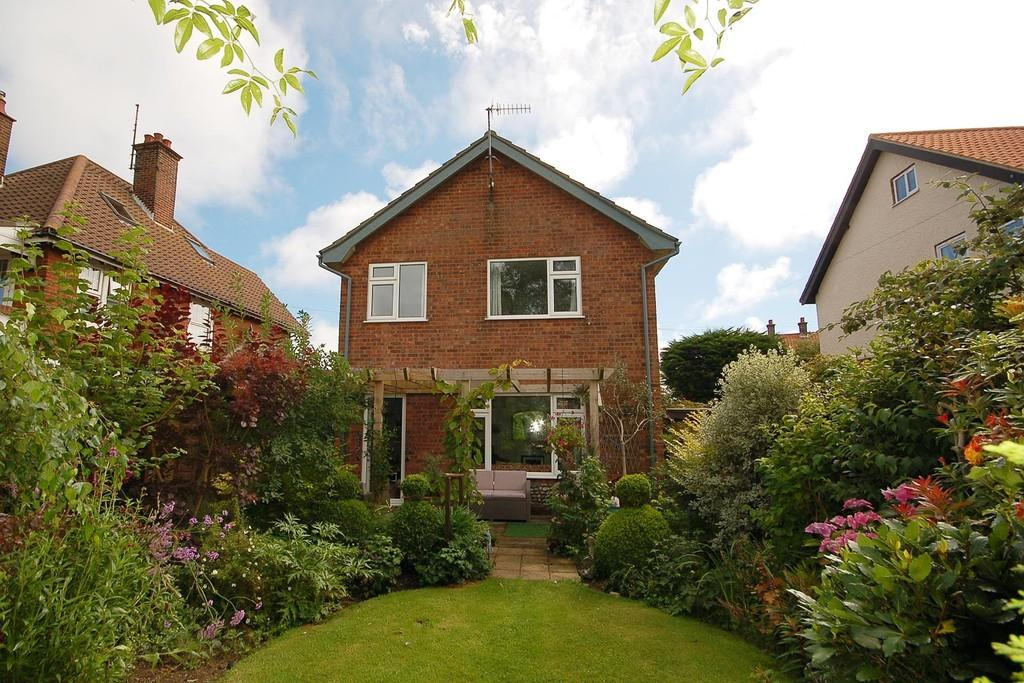 3 Bedrooms Detached House for sale in Rosebery Road, West Runton