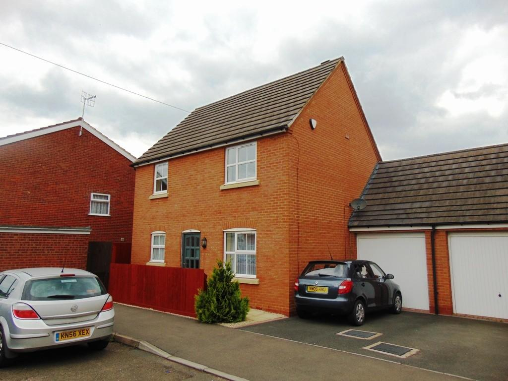 3 Bedrooms Link Detached House for sale in Chestnut Close, Hampton