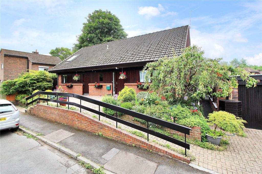 3 Bedrooms Detached Bungalow for sale in Willow Way, Godstone, Surrey, RH9