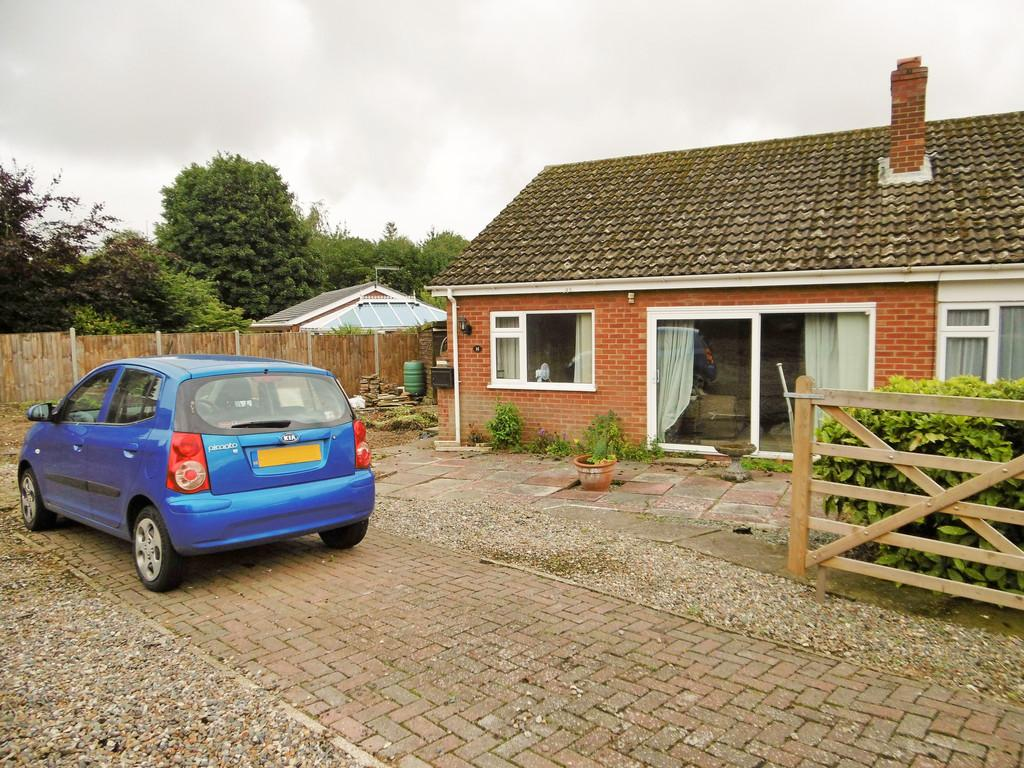 2 Bedrooms Semi Detached Bungalow for sale in Reepham