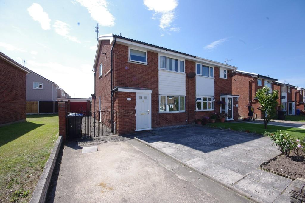3 Bedrooms Semi Detached House for sale in Grasmere Close, Prestatyn