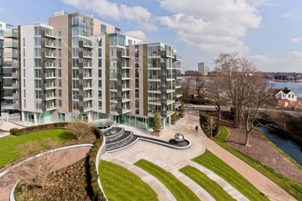 2 Bedrooms Apartment Flat for sale in Parkhouse, Woodberry Grove, London