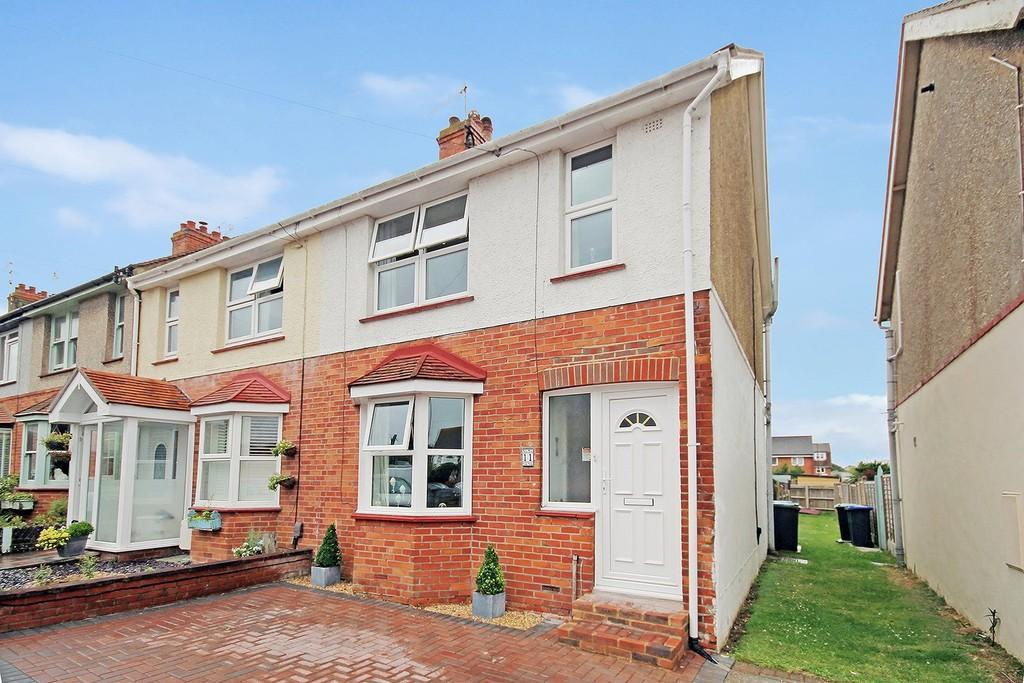 3 Bedrooms End Of Terrace House for sale in Myrtle Crescent, Lancing, BN15