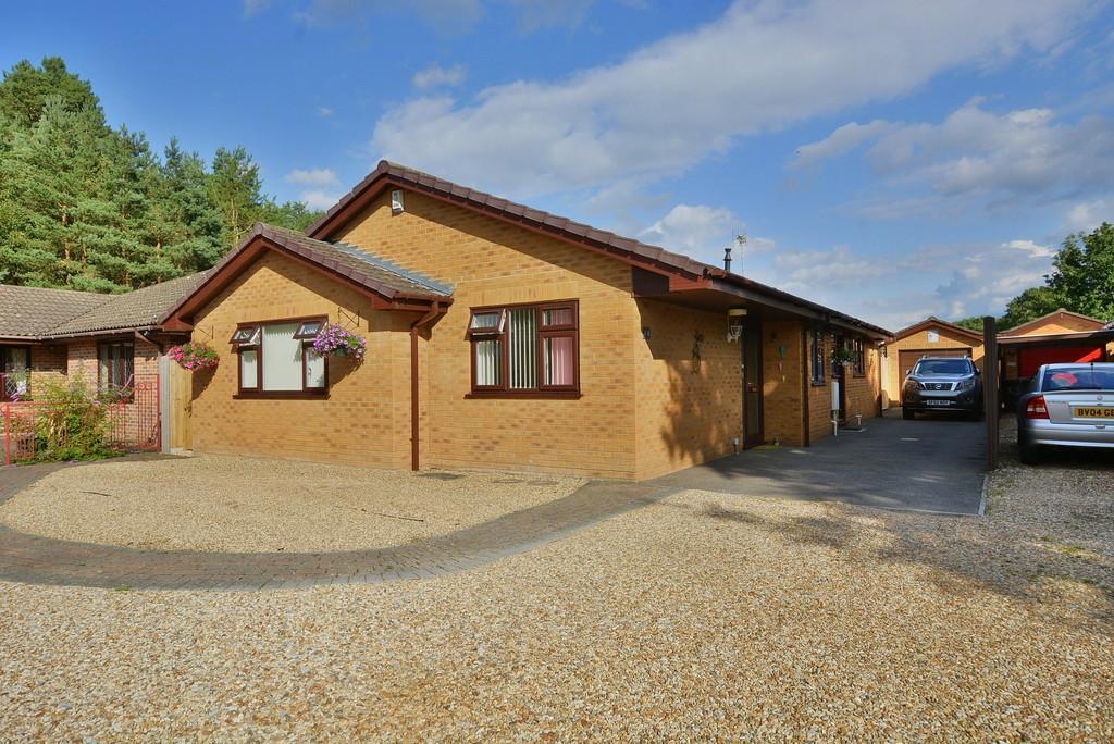 3 Bedrooms Detached House for sale in The Forestside, VERWOOD