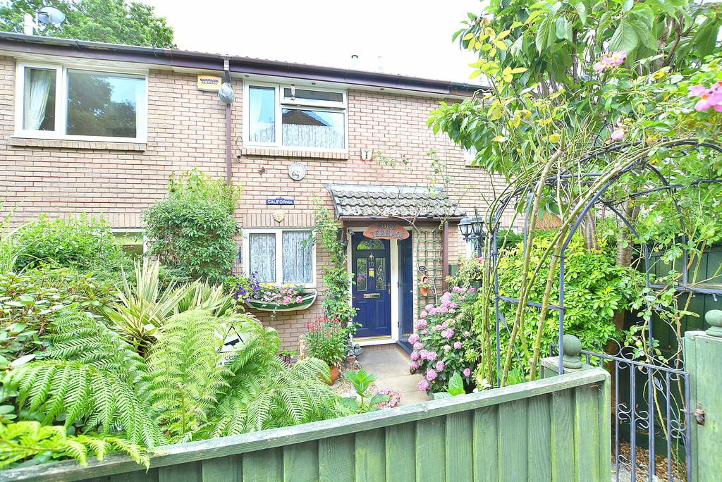 2 Bedrooms Terraced House for sale in Cotswold Close, Verwood