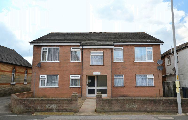 2 Bedrooms Apartment Flat for sale in Huxley Court, 33 Sea View Road, Parkstone, Poole