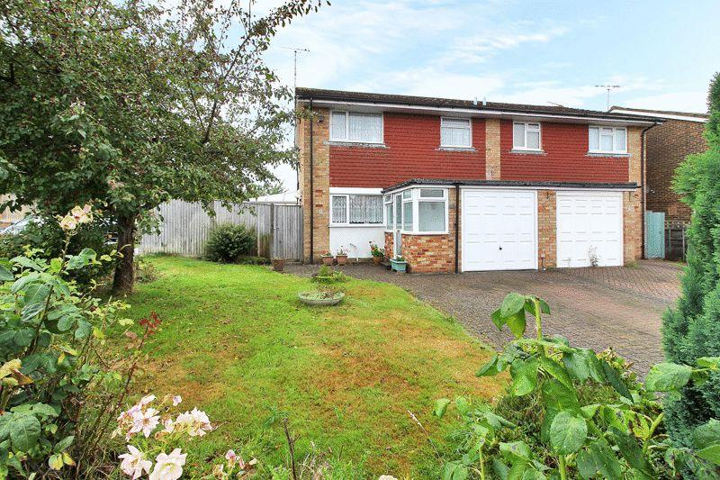 3 Bedrooms Semi Detached House for sale in Howard Road, Horsham