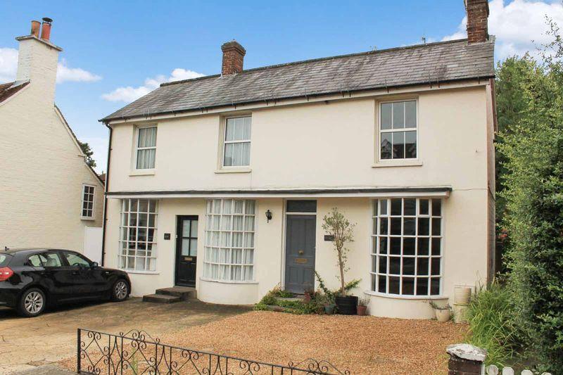 2 Bedrooms Semi Detached House for sale in High Street, Billingshurst
