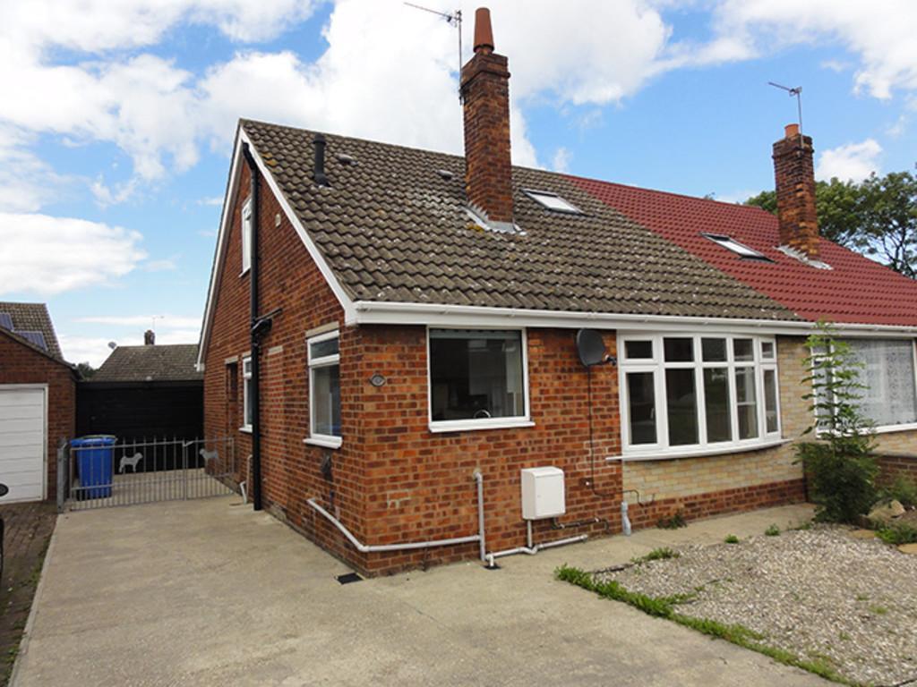 3 Bedrooms Semi Detached Bungalow for sale in Woodside, Gilberdyke, East Yorkshire