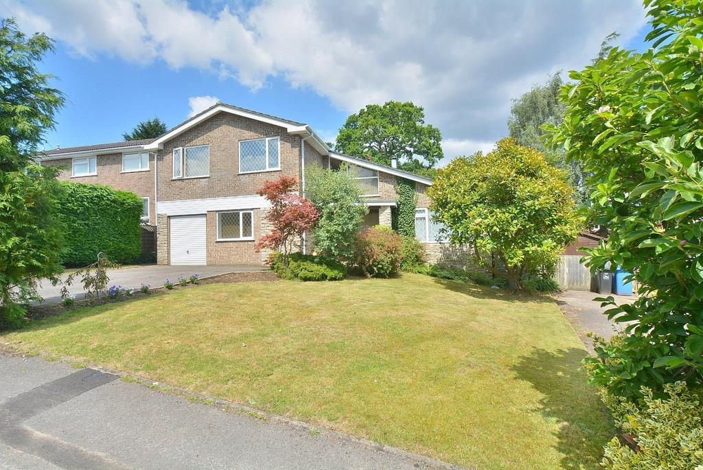 4 Bedrooms Detached House for sale in Lynwood Drive, WIMBORNE